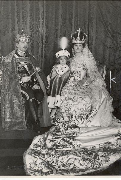 Königskrönung von Kaiser Karl I. von Österreich-Ungarn, am 30. Dezember 1916.